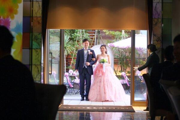 新潟市結婚式場 パーティー入場 ブライダルブーケ カラードレス