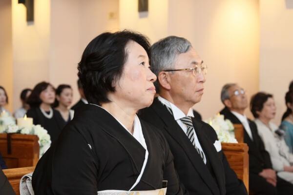 新潟市結婚式場 親の想い 子育て卒業 チャペル挙式 見守る姿