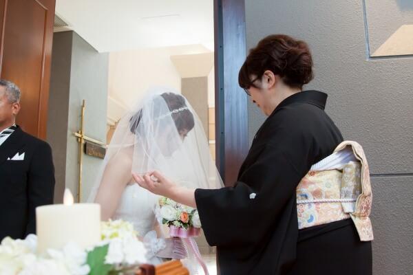 新潟市結婚式場 チャペル挙式 ベールダウン 最後の身支度 親の想い