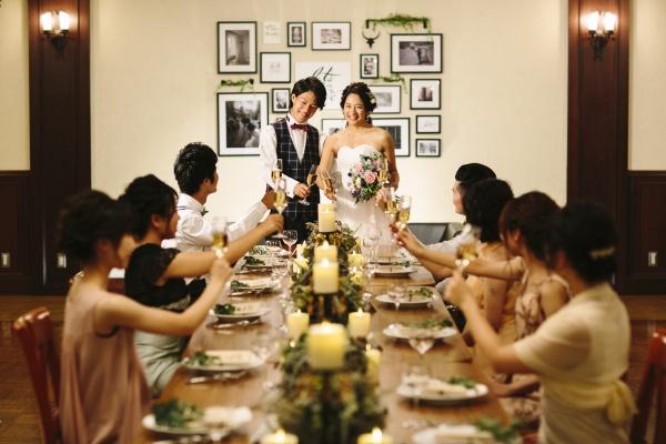 新潟市結婚式場 ブライダルステージDuo グランシャリオ オリジナルウェディング ウェディングドレス パーティー会場 乾杯 シャンパン 二次会