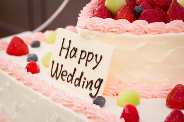 【ウェディングケーキをとびきり可愛く♡!】卒花さんに学ぶキュートなウェディングケーキ特集♪