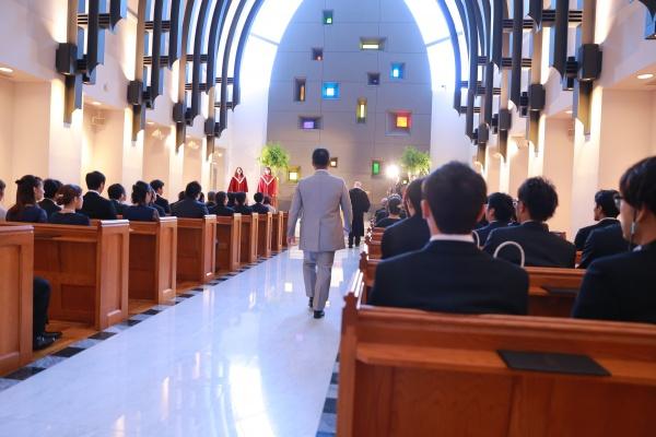 新潟市結婚式場ブライダルステージデュオ 新郎 チャペル
