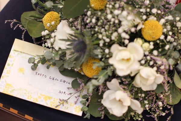 【結婚式・両親に贈るプレゼント特集❤】クライマックスである花束贈呈シーン、何を渡す?