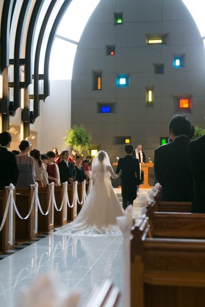 新潟市結婚式場ブライダルステージ バージンロード 入場