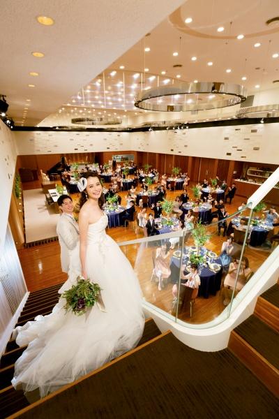 新潟結婚式場 ブライダルステージデュオ 階段入