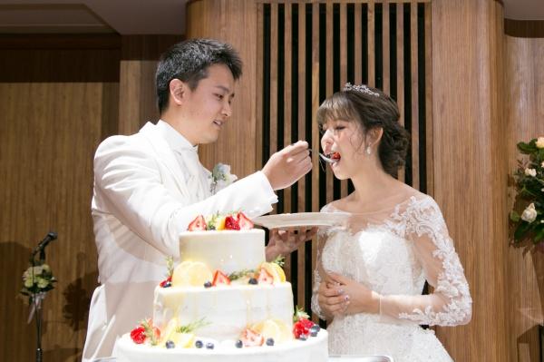 新潟市結婚式場ブライダルステージデュオ ウェディングケーキ カラードリップ ファーストバイト