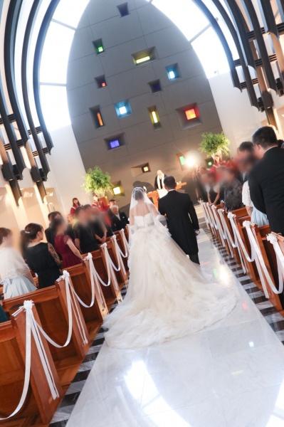 新潟市結婚式場ブライダルステージデュオ チャペル 入場 バージンロード