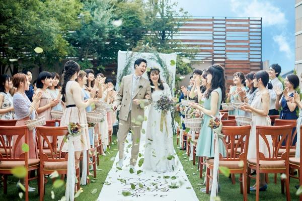 新潟市結婚式場 ブライダルステージデュオグランシャリオ ガーデン 挙式 バージンロード