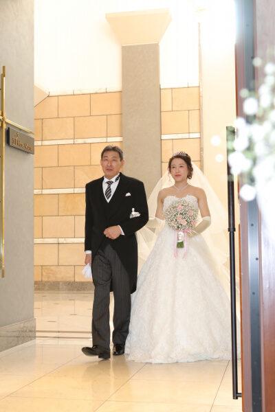 新潟市結婚式場ブライダルステージデュオ 新婦 チャペル バージンロード