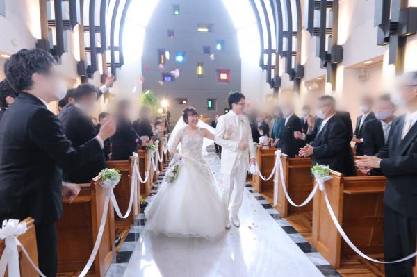 新潟市結婚式場ブライダルステージデュオ 新郎新婦 チャペル フラワーシャワー
