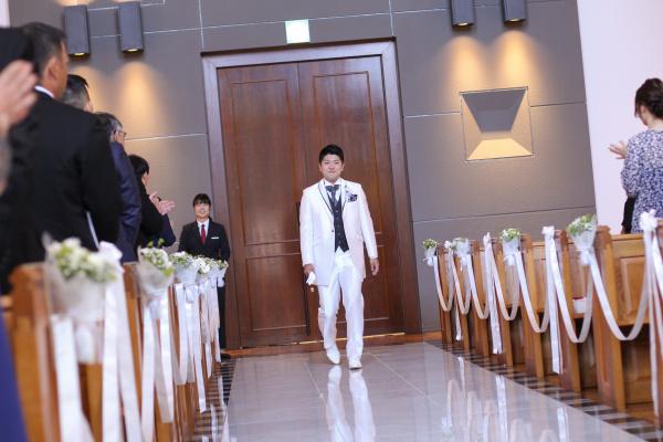 新潟市結婚式場ブライダルステージデュオ チャペル 新郎 入場